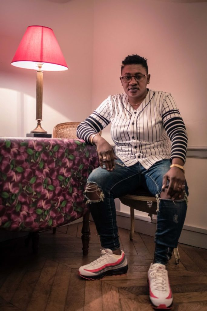Portrait photo de Batista Guis (Mali), 29 ans, dans un appartement dans le 1er arrondissement, à Paris